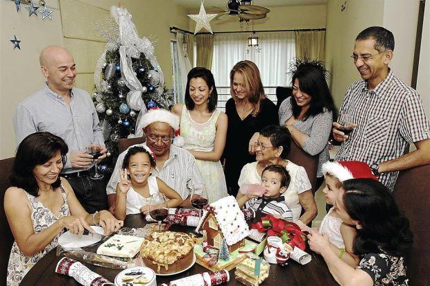 Christmas celebration ideas with family 1